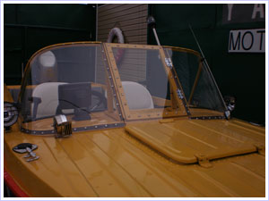 лобовое стекло из поликарбоната на лодку